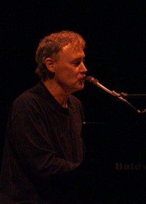 Bruce Hornsby at Legends of Music Ceremony in Norfolk, 9/25/02 (photo by Jim Knox)