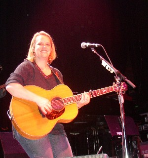 Mary Chapin Carpenter in Norfolk, 7/16/04